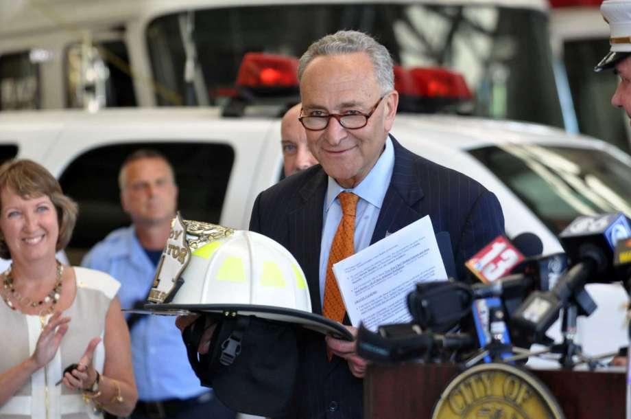 schumer-cancer-registry-firefighters-20160809
